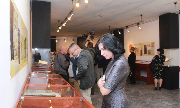 """Vazhdon ende ekspozita unike """"Rrëfimet e një koleksioni albanologjik"""""""