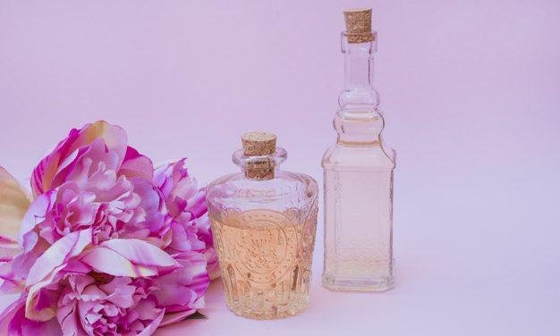 Si duhet ta përdorni parfumin tuaj që aroma të zgjat sa më gjatë?