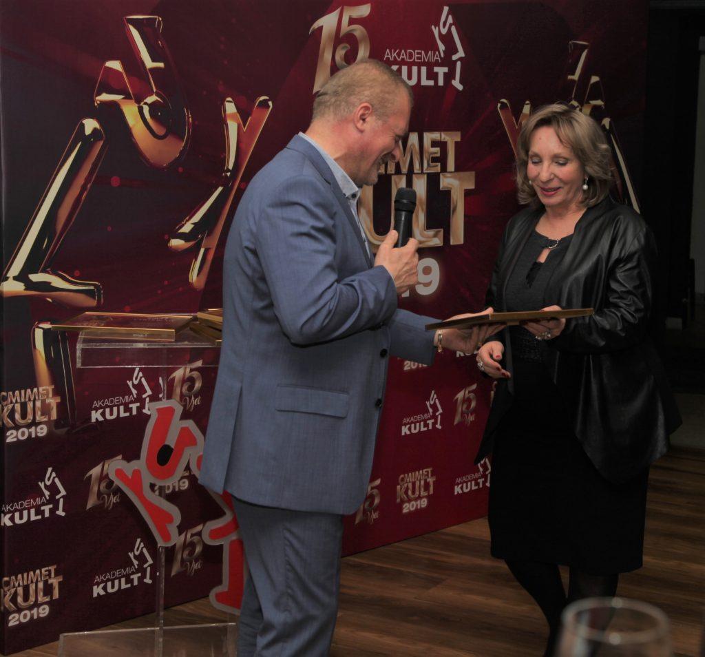 """çmimet Kult - artistët fitues të çmimeve Kult Çmimi LIBRI ARTISTIK I VITIT: Diana Çuli me """"Vrasje në Kryeministri"""""""