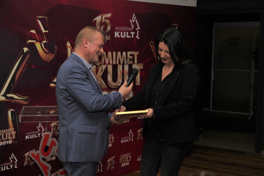 """çmimet Kult - artistët fitues të çmimeve Kult MONO-DRAMË/ KOMEDIA E VITIT: Olta Daku me """"Shirli Valentina"""""""